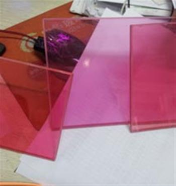 粉色彩色玻璃