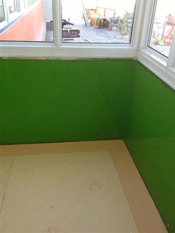 幼儿园烤漆玻璃墙裙
